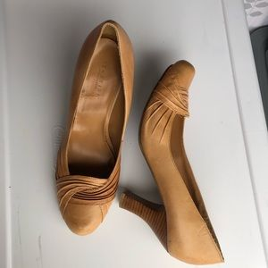 Reaction Kenneth Cole Camel Tan Heels Size 8.5